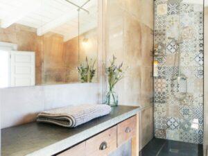 2 Bedroom Apartment Bathroom - Finca Gran Cerros