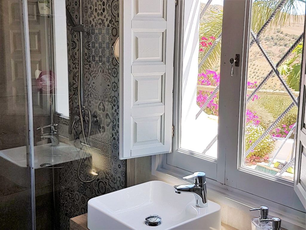 1 Bed Casita Bathroom